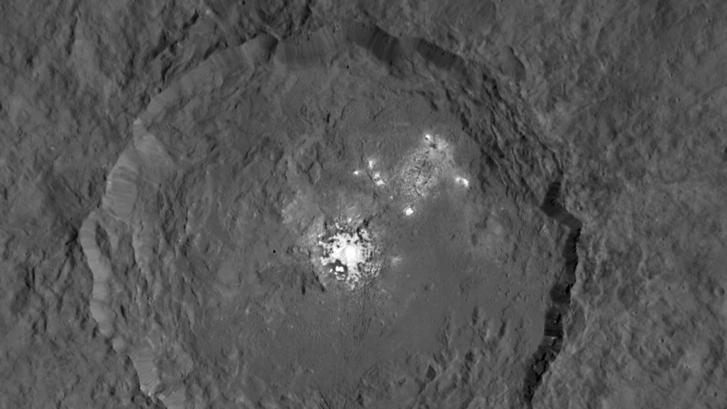 Occator crater on Ceres seen from an altitude of 1470 km. Image credit: NASA/JPL-Caltech/UCLA/MPS/DLR/IDA